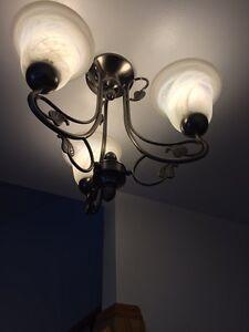 Luminaire plafonnier à trois branches argent brossé