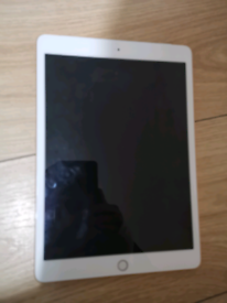Ipad 7th gen 32gb WiFi and cellular