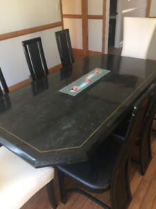 REDUCED Modern Elegant Dinning Room Table And Chairs