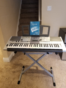 Yamaha PSR E403 Keyboard w/stand-Excellent Condition
