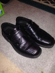 Mens Dress Shoes size 9 damaged