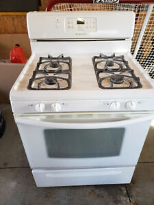 """Frigidaire 30"""" Wide Free-Standing Gas Range - Works Great, White"""