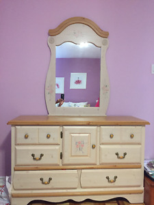 Girl dressor and night table by Kathy Ireland (Mirror included)