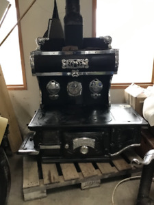 Fully Restored late 1800s cook stove..a real beauty
