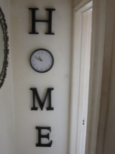 """HOME DECOR-PLASTIC LETTERS SPELLING """"HOME"""" WITH CLOCK"""