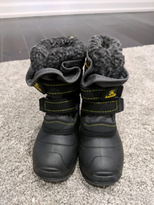 Brand new Kamik winter boots toddler size 8