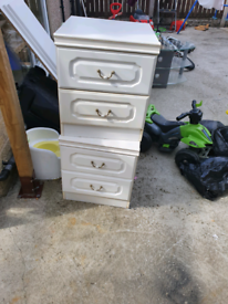 2 bedside drawers. Good condition. Delivery available extra