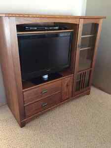 """Entertainment unit with 32"""" tv"""