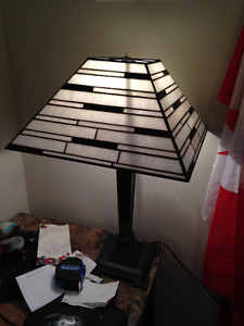Beautiful Black/White Stained Glass Table Lamp