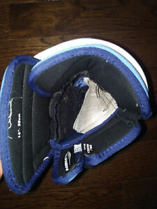 Nike/Bauer 4-Roll Gloves St. John's Newfoundland image 5