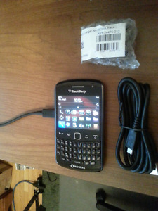 Unlocked! Like New! BlackBerry Curve 9360 4G LTE OEM chargr&case