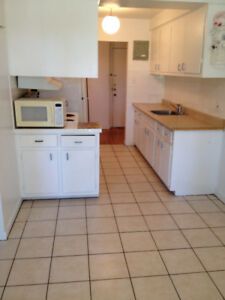 4 1 / 2 *** DORVAL *** LOCATION A-1 ***