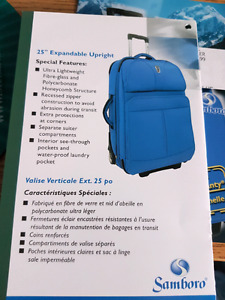 """25"""" upright Everest collection suitcase"""
