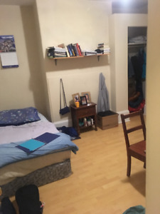 3 bedroom flat for rent on Allan St near Quinpool Rd - Sept 1st