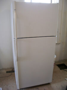 Kenmore refrigerator, works great, delivery available
