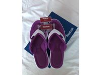 02f003858794e2 Ladies size 41 purple white Reebok Easytone flip flops (boxed