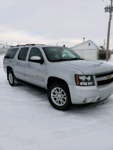 Suburban, Leather seats, DVD player,Remote Starter, 8 seater