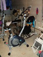 velo stationnaire pt fitness en bonne état 100$ferme pas négo