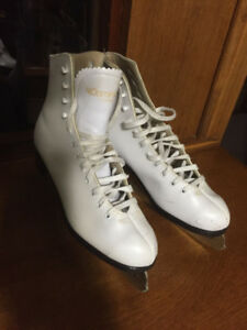 Women's Leather Lined Ice Skates, White - size 8  (Great shape)