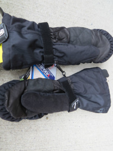SNOWMOBILE GLOVES BRAND NEW WITH TAGS