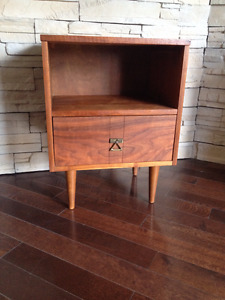 Table de Nuit en Noyer *** Mid Century *** Walnut Nightstand
