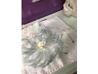 Lovely blue feather and seed pearl fascinator bargain at only £5
