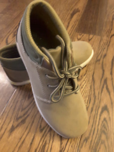 American Eagle Youth boy shoes, Size 2.5