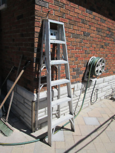 6' Aluminum Tradesman Step Ladder.
