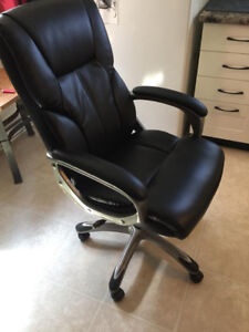 Beautiful Faux Leather Gaming/ Office chair - NEW