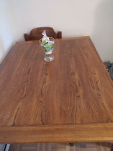 Solid wood a set of dinning table with matching  4 chairs