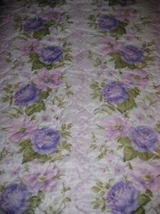 DOUBLE BEDSPREAD IN ALL OVER FLORAL PRINT