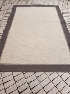 Good condition Ikea rug 116in x 78in (9.6ft x 6.5ft)