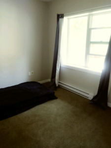 ROOM FOR RENT [ Avail Oct 1st - Jan 1st ]
