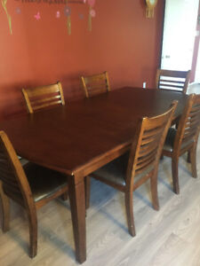 Large Dining Room Table Mint Condition