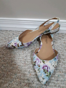 Beautiful Christian Siriano Flats (floral)