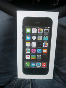 In the box UNLOCKED Apple iPhone 5S with OtterBox case