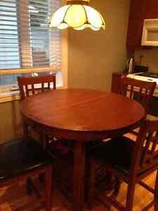 Table à dîner ronde en bois