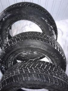 plusieurs pneus d'hiver de 16 pouce: Bridgestone,Winterforce et+
