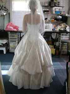 WEDDING DRESS ALTERATIONS - CUSTOM SEWING GREENBANK Peterborough Peterborough Area image 8