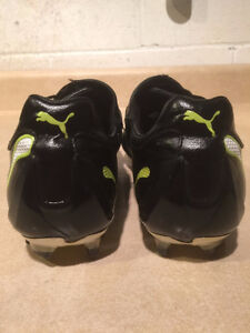 Kids Puma Outdoor Soccer Cleats Size 7 London Ontario image 4