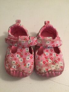 Children's place shoes 0-6 months