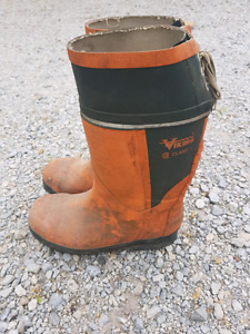 Viking class 1 steel toed and cleated boots size 9 work boot