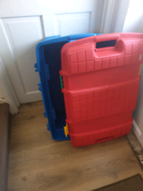 Large toy/storage chest