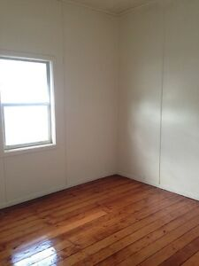 Large room, built in wardrobe,  walking distance to Westfield shops Adamstown Newcastle Area Preview