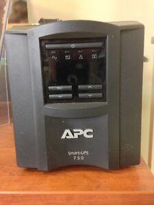 APC Smart-UPS Battery Backup