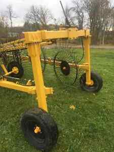 Wheel rake Buhler/Farm king for sale Gatineau Ottawa / Gatineau Area image 4
