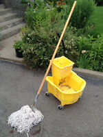 Rolling Bucket Pail/Wringer and Mop