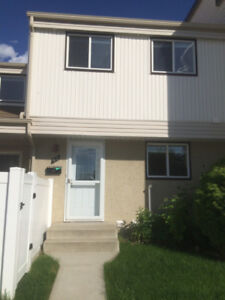 3 bedroom 1.5 bath Townhouse in Greenview Mill Woods area