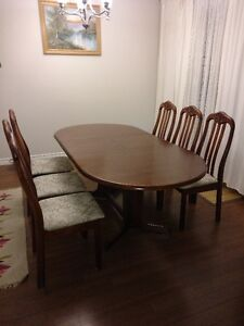 Solid wood table and chairs Kitchener / Waterloo Kitchener Area image 1