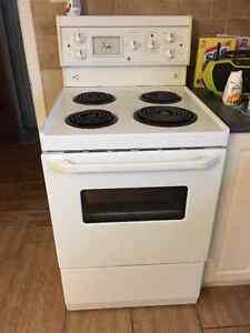 Apartment size GE stove Sarnia Sarnia Area image 1